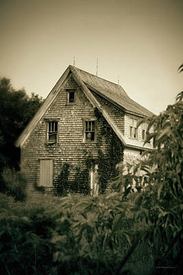 Photograph - The Old House by WB Johnston