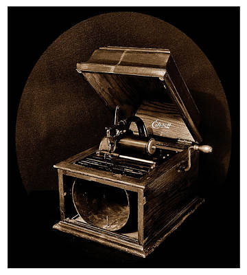 The Old Victrola Art Print