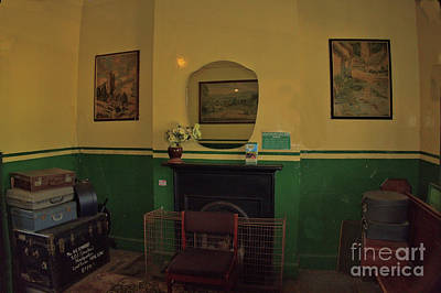 Open Impressionism California Desert - The Old Waiting Room by Richard Denyer