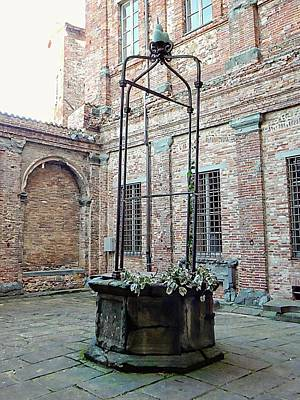 Photograph - The Old Well Citta Della Pieve by Dorothy Berry-Lound