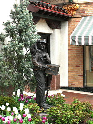 Photograph - The Organ Grinder Kansas City Missouri by David Dunham