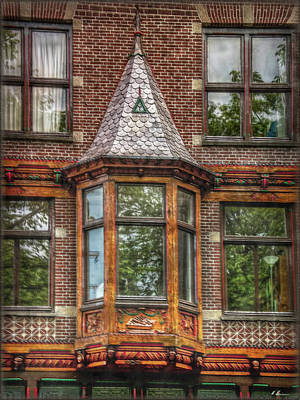Fenster Photograph - The Oriel by Hanny Heim