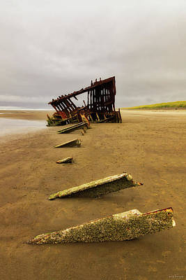 Photograph - The Peter Iredale by Rick Furmanek