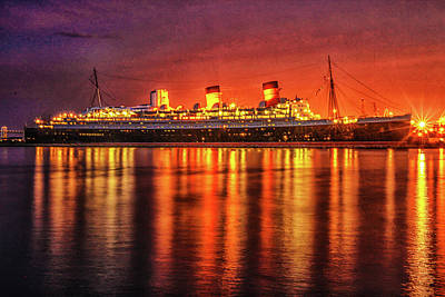Photograph - The Queen Mary by Robert Hebert