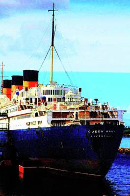 Queen Mary Digital Art - The Queen Mary  by Ronald Irwin