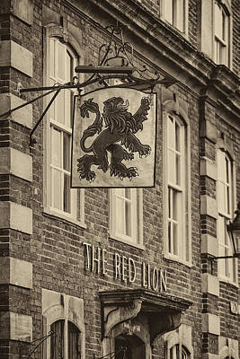 Photograph - The Red Lion by Clare Bambers