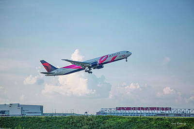 Photograph - The Showoff Delta Airlines Jet N845mh Boeing 767-400er Atlanta Airplane Art by Reid Callaway