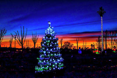 Photograph - The Spirit Of Christmas Isn't Gone by Garry Gay
