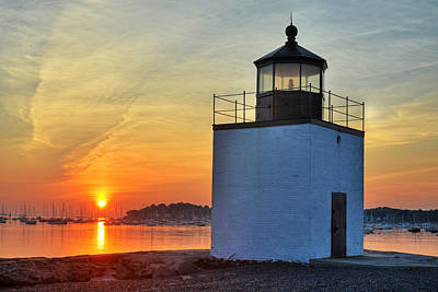 Photograph - The Sun Rises On Derby Light In Salem Ma by Toby McGuire