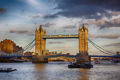 Photograph - The Sun Sets On Tower Bridge by Leah Palmer