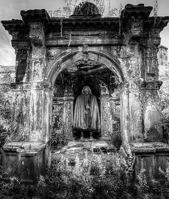 Photograph - The Tomb Watchman by David Pyatt