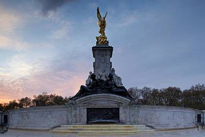 Photograph - The Victoria Memorial by Stephen Taylor
