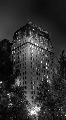 The W In Union Square Print by Mark Andrew Thomas
