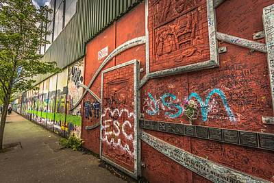 Photograph - The Wall by Bill Howard
