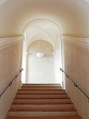 Digital Art - The Way Up Palazzo Baldeschi Paciano by Dorothy Berry-Lound