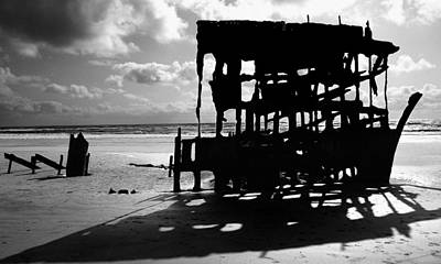 Peter Iredale Photograph - The Wreckage Of The Peter Iredale II by Todd Fox
