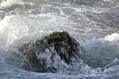Photograph - The Zen Rock Of Niagara River by rd Erickson