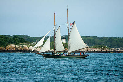 Ocean View Photograph - Thomas E. Lannon Sailing Past Ten Pound Lighthouse by Jeff Folger