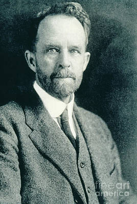 Heredity Photograph - Thomas Hunt Morgan, American Geneticist by Photo Researchers, Inc.