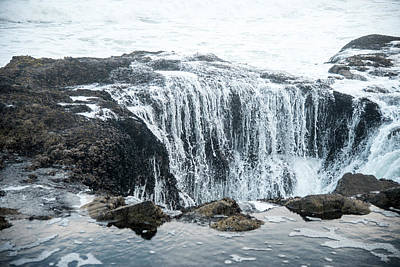 Photograph - Thor's Well Draining by Gordon Ripley
