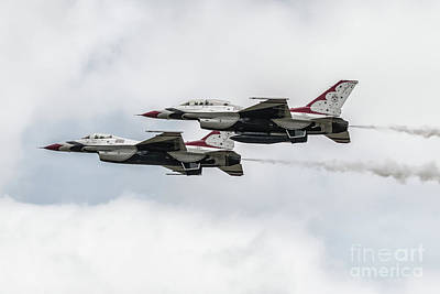 F-16 Digital Art - Thunderbird Pair by J Biggadike