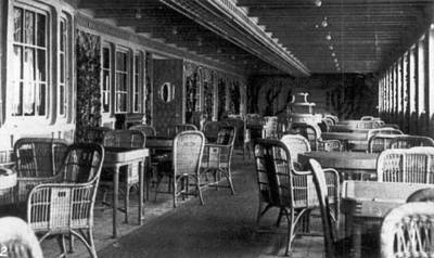 Coffeehouse Photograph - Titanic: Parisian Cafe, 1912 by Granger