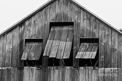Photograph - Tobacco Barn by Jim Gillen