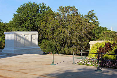 Photograph - Tomb Of The Unknown Soldiers With The Washington Monument by Cora Wandel