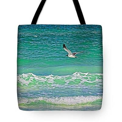 Photograph - Tote Bag - Flying Solo by HH Photography of Florida