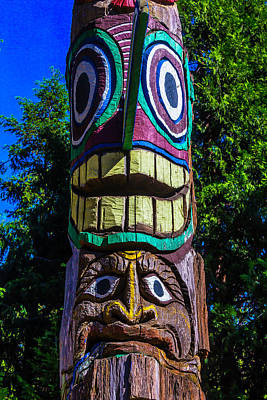 Totem Pole Photograph - Totem Pole Figures by Garry Gay