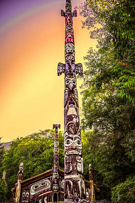 Robin Williams Photograph - Totem Pole by Robin Williams
