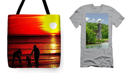 Photograph - Totes And Tee Shirts by Jeff Kurtz