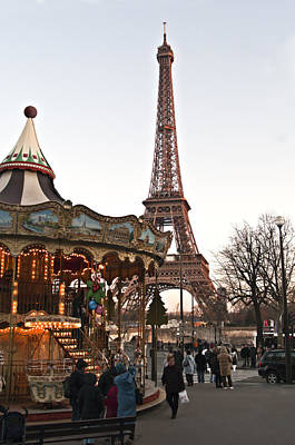 Photograph - Tour Eiffel And Carrousel By Pedro Cardona by Pedro Cardona Llambias