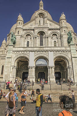 Sacre Coeur Photograph - Tourists In Front Of The Sacre Coeur Basilica In Paris by Patricia Hofmeester