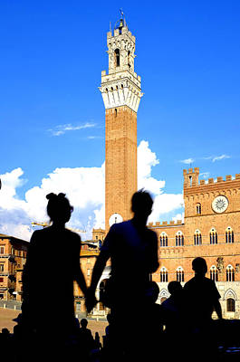 Photograph - Tourists In Piazza Del Campo by Fabrizio Troiani