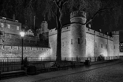 Photograph - Tower Of London At Night by Gary Lengyel