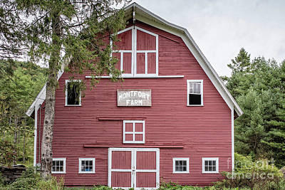 Photograph - Traditonal Red New England Barn by Edward Fielding