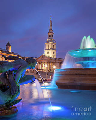 Photograph - Trafalgar Square Fountain by Brian Jannsen
