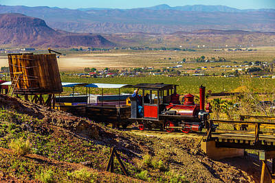 Narrow Gauge Engine Photograph - Train Coming Into The Station by Garry Gay