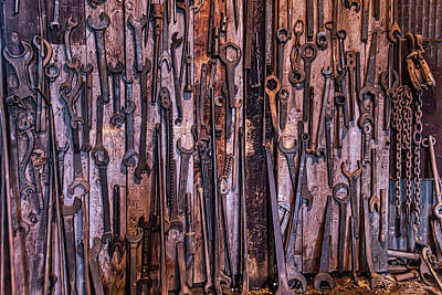 Photograph - Train Tools Roundbarn by Garry Gay
