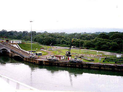 Photograph - Transiting The Panama Canal by Merton Allen