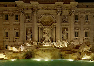 Photograph - Trevi Fountain by Gary Lengyel