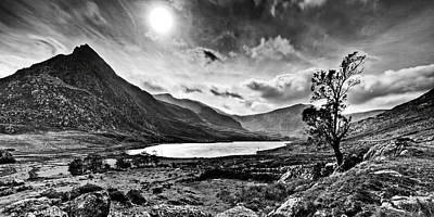 Tryfan And Llyn Ogwen Art Print by Beverly Cash