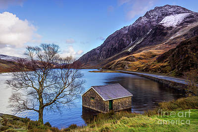 Photograph - Tryfan And Llyn Ogwen by Ian Mitchell
