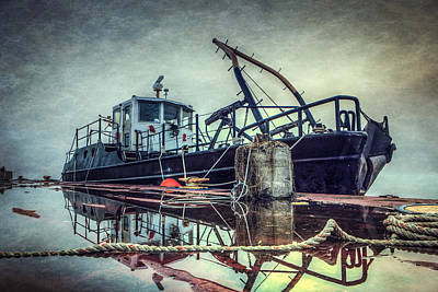 Tugboat Wall Art - Photograph - Tug In The Fog by Everet Regal