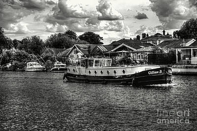 Photograph - Tug On The River Thames by Lance Sheridan-Peel