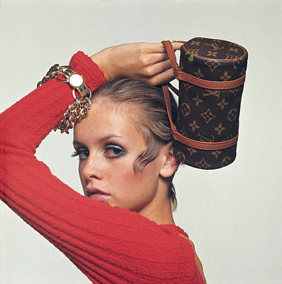 Drawing - Twiggy With Louis Vuitton Purse by Bert Stern
