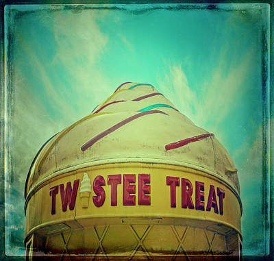 Photograph - Twistee Treat #1 by Jerry Golab