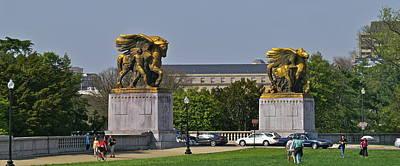Photograph - Two Dc Statues by Henri Irizarri