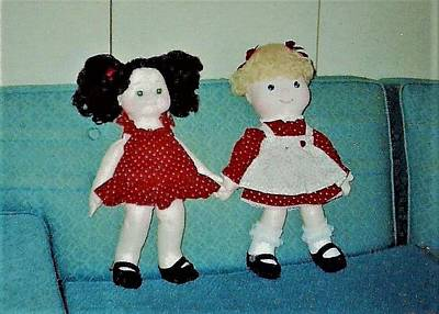Photograph - Two Girl Dolls Blonde And Brunette by Denise Fulmer